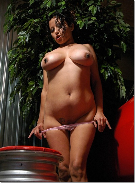lactalia revealing her body
